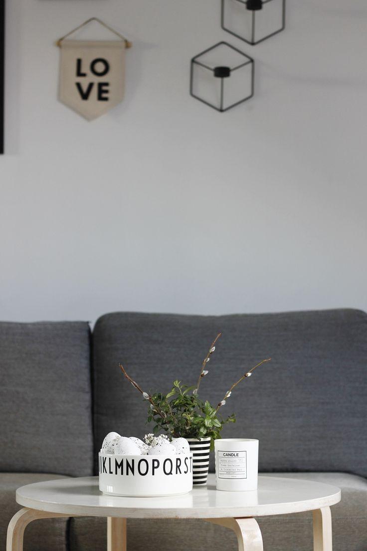 Minimalistyczne dekoracje wielkanocne, pisanki, proste pisanki, biało czarne święta, minimal Easter decoration, Wielkanocne ozdoby, Design letters, decorolka, blog w stylu skandynawskim, styl skandynawski, proste dekoracje na Wielkanoc, jak w prosty sposób udekorować dom na Święta