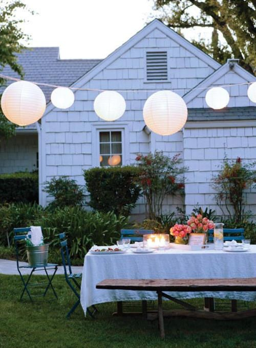Heres A Great Idea For Summer Backyard Dinner Party Simple White Tablecloth String Lights And Paper Lanterns Can Add An Air Of Festivity