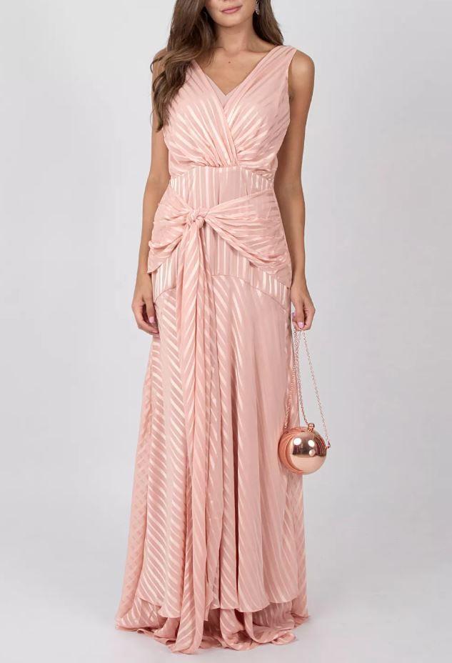 7de230906 VESTIDO BLUSH IORANE - Vestido longo rosa acetinado com listras. Possui  decote em V e