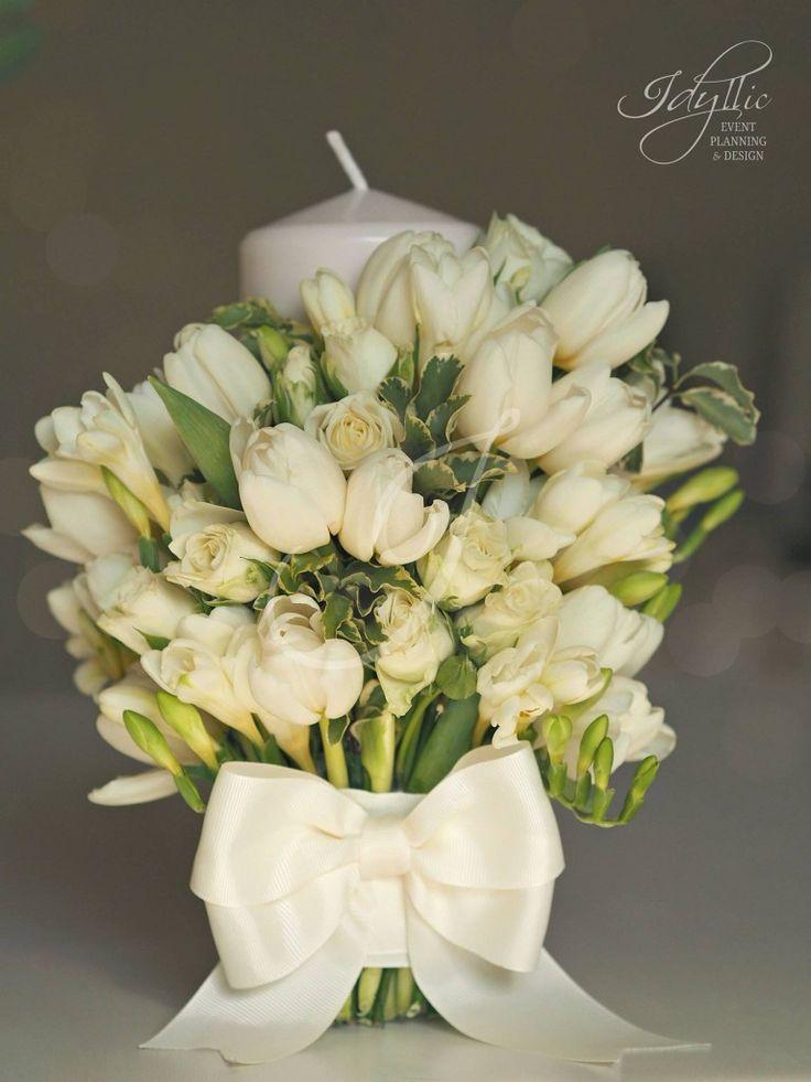 Lumanare nunta - Pure flower arrangement with ivory ribbon - design de eveniment