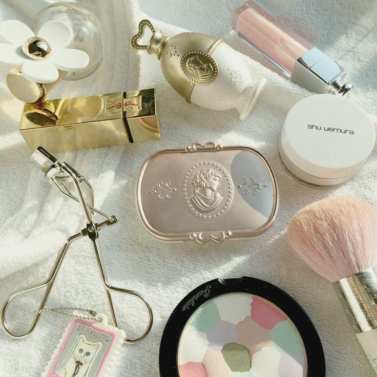 Today's essentials  #clozetteid #fdbeauty #femaledailynetwork #makeupjunkie #ラデュレ #ゲラン #シュウウエムラ #レメルヴェイユーズラデュレ #イヴサンローラン #ysl #lesmerveilleusesladuree #shuuemura #marcjacobs #guerlain #dior
