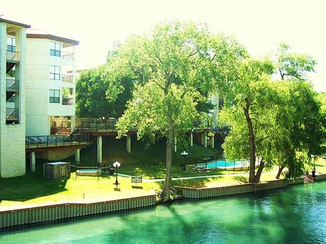 Comal river in new braunfels tx new braunfels condos for Floating the guadalupe river cabins