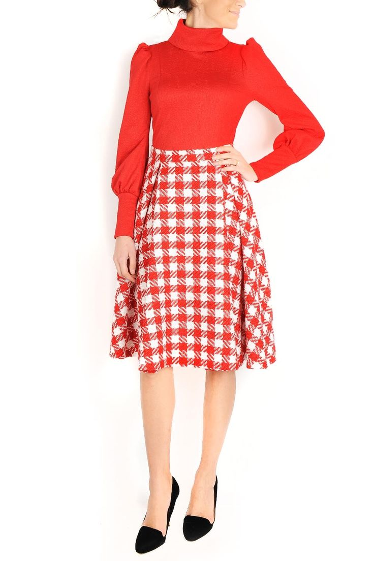 Fusta clos din stofa. Recomandari de stil: poarta fusta cu bluze sau camasi cambrate si incaltaminte cu toc