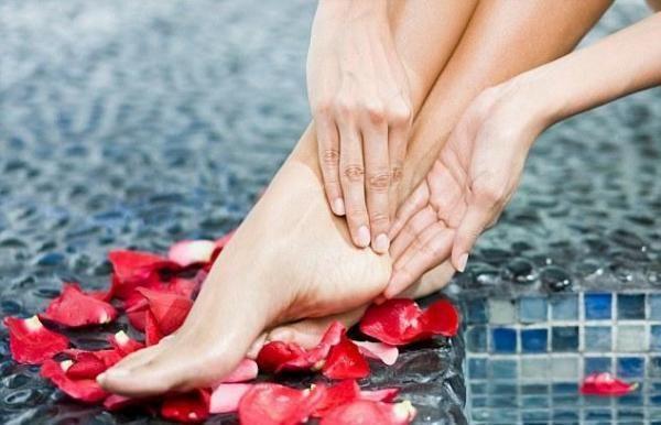 Como tratar calcanhares secos com remédios caseiros