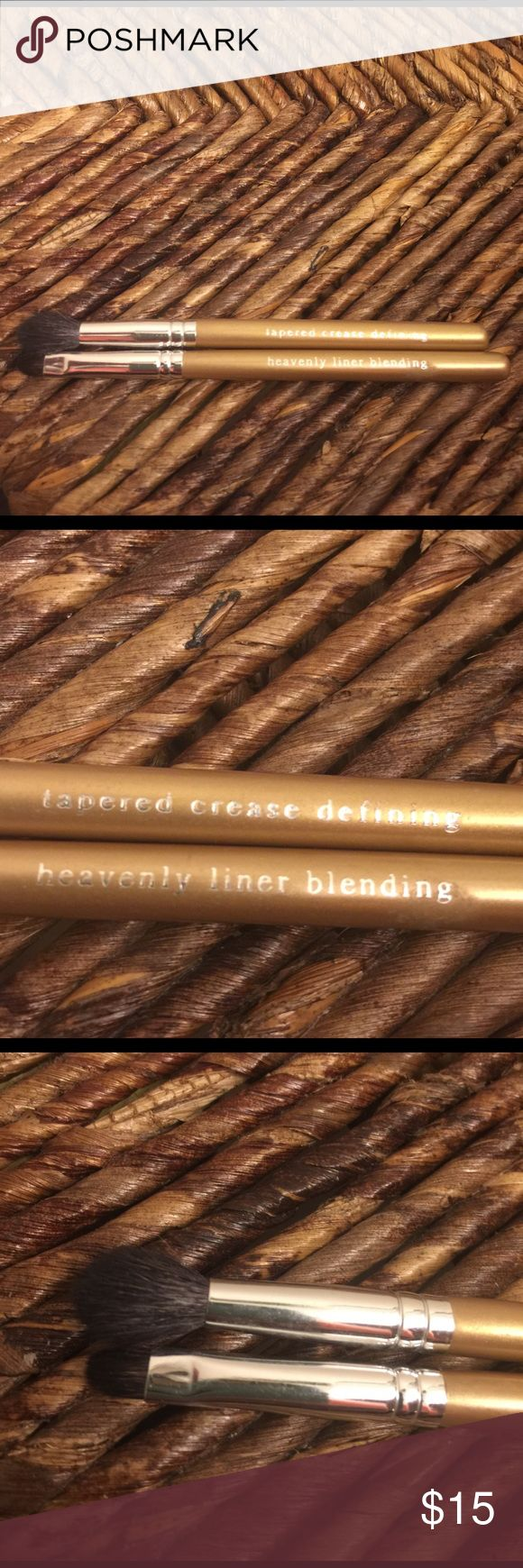Bare Escentuals make up brush set The Heavenly Liner blending & tapered crease defining brush. The brushes have been gently used and are very well taken care of. Look 👀 at pics, as they are part of the description also :) Bare Escentuals Makeup Brushes & Tools