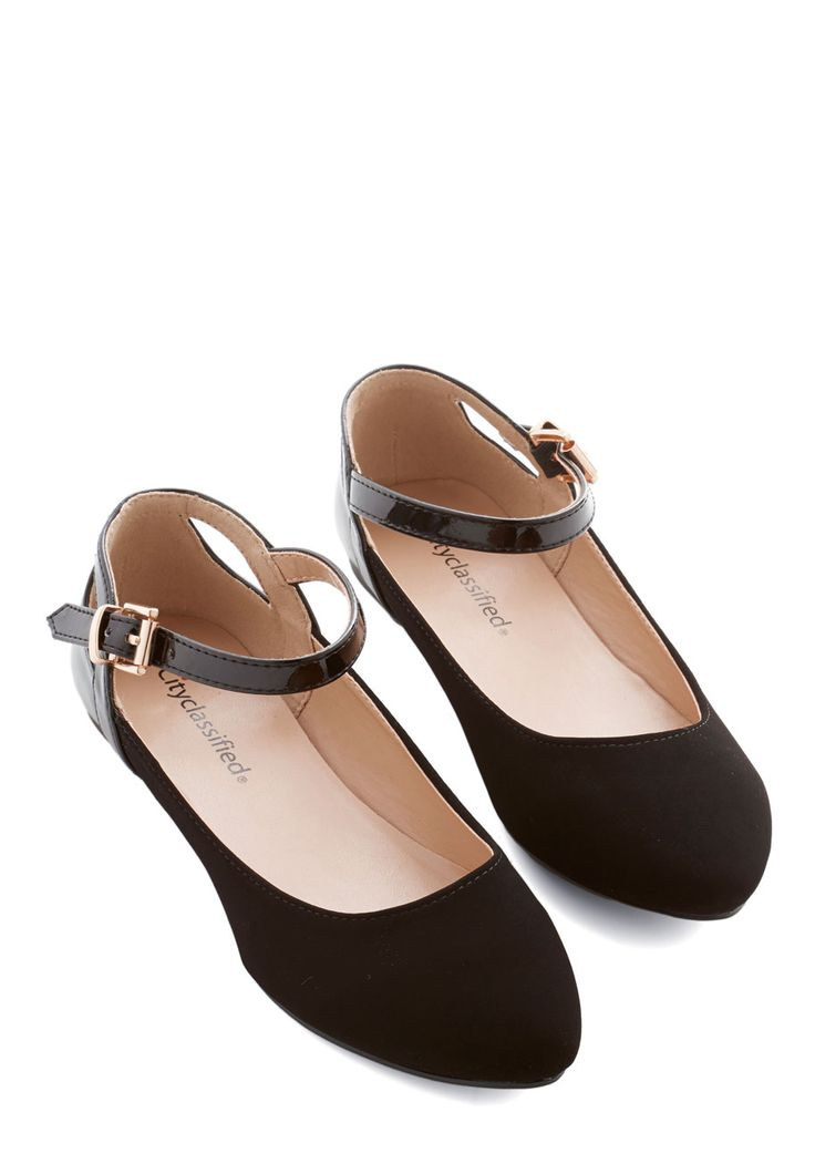 Ready to Impress Flat in Black. Ensure that youre dressed to impress from head to toe by buckling these black flats underneath your floral sheath! #black #modcloth