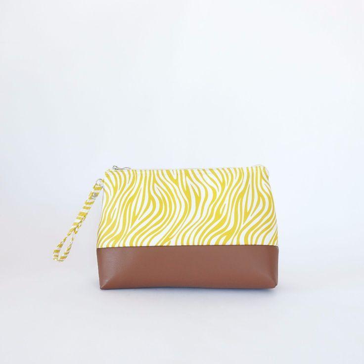 Pochette à repas Zebri Zebra  Ce lunchbag peut contenir une boîte de conservation alimentaire de taille moyenne, un yaourt, un fruit et des couverts.