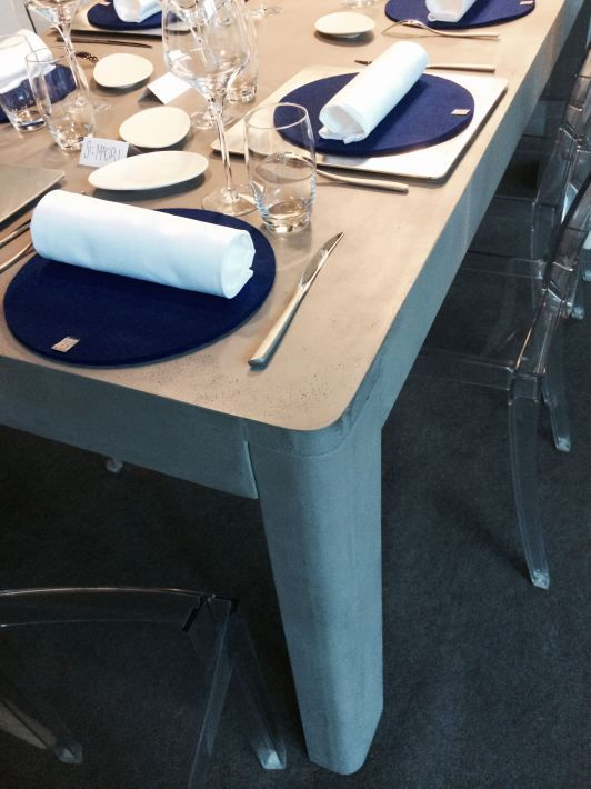 Table en béton, banc en béton, aménagement du restaurant, design Lyon Béton, institut Paul Bocuse