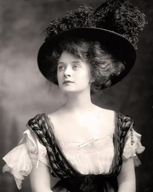 Miss Billie Burke. Taken in the early 1900s, this photo immortalizes the stunningly gorgeous woman who played Glinda the Good Witch in the Wizard of Oz.