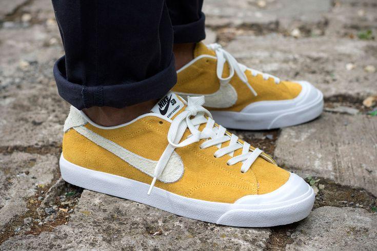 Un gros plan en images sur la Nike SB Zoom All Court Cory Kennedy en daim jaune, une sneaker de skate pour homme (printemps 2016).