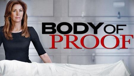 """""""Body Of Proof"""" está de volta com a 3ª temporada hoje no AXN, às 21h. Após uma licença para se recuperar do assédio de um criminoso, a ideia é dar mais ação para a a médica Megan Hunt, que passa até a usar uma arma em algumas cenas. A temporada também será mais curta, com apenas 13 episódios, além de contar com novidades no elenco. http://www.clarotv.br.com/"""