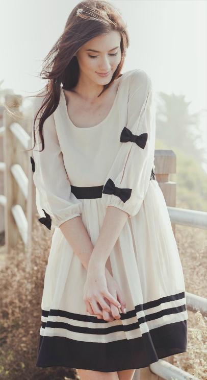 Feminine bow sleeves
