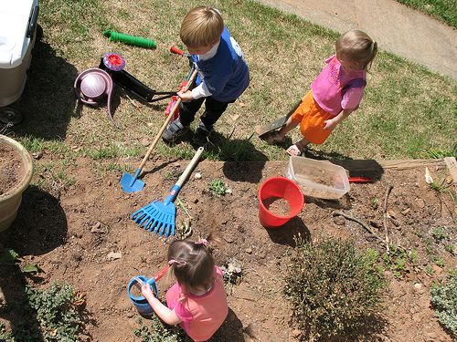 Let your kids get dirty..great blog post from Simple Mom