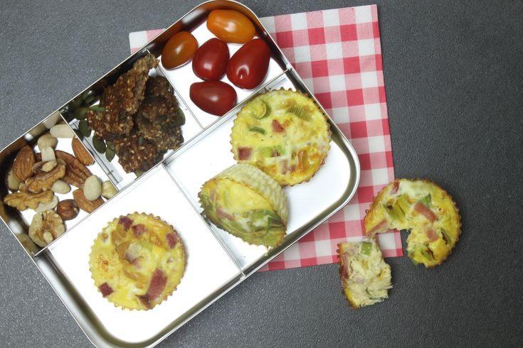 Dit recept voor eimuffins met prei en ham is een ideale lunch voor op school of werk. Gezonde recepten voor het hele gezin vind je op eethetbeter.nl!