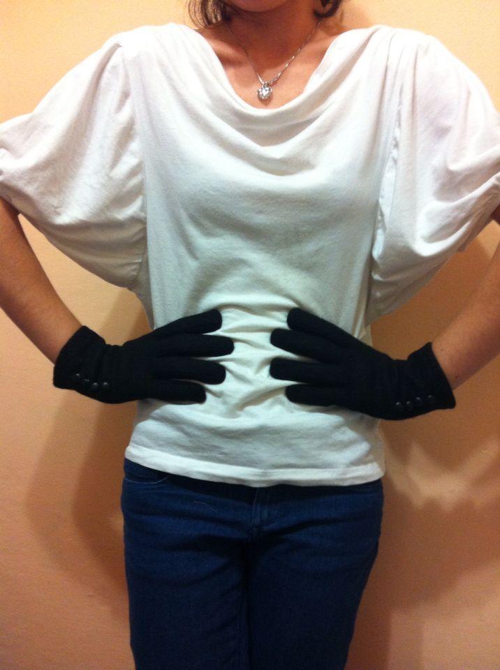 Nuovo paio di guanti vintage acquistati al mercatino vintage a Torino. Shopping d'autunno.