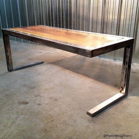 10 - mesa contra pé em tubo de ferro natural com tampo em madeira. Fabricado no Brasil por  www.ateliedorestaurador.com.br