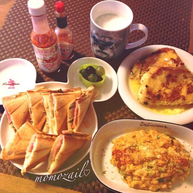 おでんの残り汁からトマト鍋。トマト鍋から生米加えてリゾット。  先日焼いた米粉のパンが残ってて、sakuranさんレシピでフレンチトーストにして、食べきりました\(^o^)/ - 146件のもぐもぐ - 昨日のトマト鍋でリゾット&sakuranさんの中までしみしみフレンチトースト&ハムチーホットサンド(今朝はパン祭り朝食) by momozail