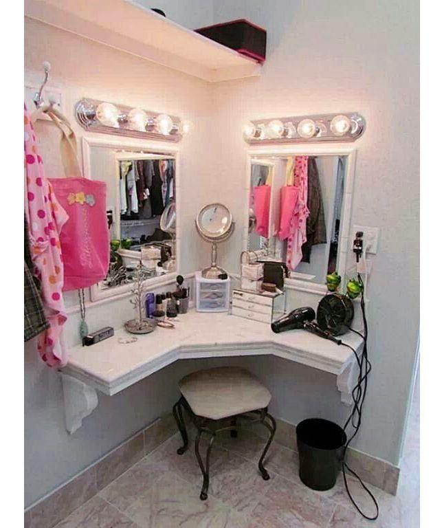 Фото из статьи: Как обустроить туалетный столик: 5 практичных советов и 25 красивых примеров