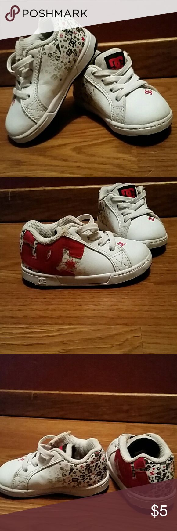 """DC size 5 infant boys shoes White shoes with red and black detail """"no tie"""" DC Shoes Sneakers"""