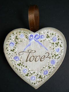 Lisa's Craft Garden - Dot roses on a hanging heart. A perfect Handmade gift