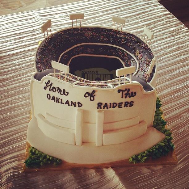 Oakland Raiders New Stadium: 37 Best Oakland Raiders Cakes Images On Pinterest