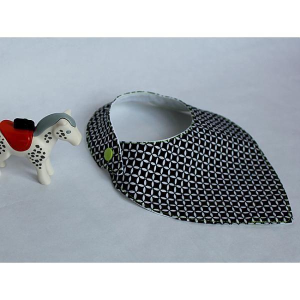 Sur Pitimana :bavoir chic, bavoir bandana, noir et vert, noir et blanc, geometrique, bavoir moderne, bavoir foulard, bavoir lange, bavoir pression, vert fluo