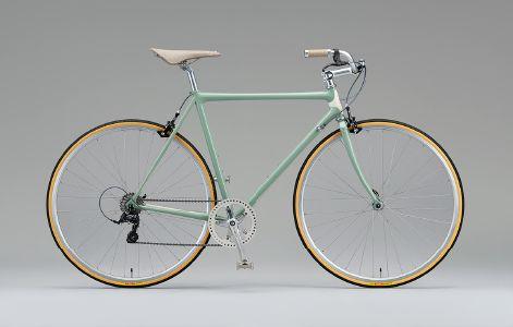NEOCOT(ネオコット) この独創的な理論がブリヂストンの技術者たちによって生み出されたのは1980年代後半。かつては全日本チャンピオンがこのフレームを駆り、オリンピックの舞台にも登場しました。複雑でユニークなフレーム加工によって鉄素材の特長を引き出す構造は、機能だけではなく美しいフォルムも実現。カーボンなど先端素材の進化によって、自転車レースの第一線からは退くことになった現在でも、NEOCOTの人気は未だ健在。そんな伝説のフレームを今度は日常でつかうシティバイクとして1台1台カスタムオーダー。「BRIDGESTONE NEOCOT」はRATIO &Cだけがデリバリーする特別なモデルなのです。