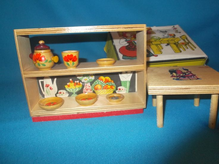 Деревянная кукольная мебель (сервант с нарисованными вазами и чашками). Поиск вещей из детства - http://doska-obyavleniy-detstva.blogspot.ru/