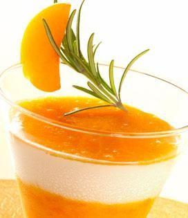 Panna Cotta au Romarin et Marmelade d'abricots au miel   Envie de bien manger http://www.enviedebienmanger.fr/recettes/abricot