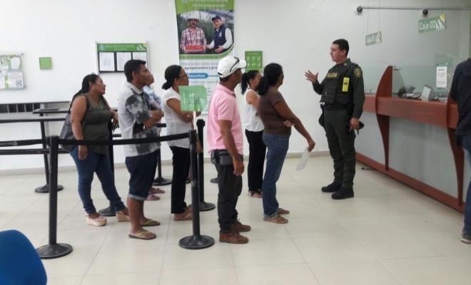 adelantamos campanas preventivas contra el fleteo en el sur de bolivar - Categoria: Actualidad  ND: uniformados que recomendaciones de seguridad para los usuarios del sistema financiero. en el marco de acciones preventivas y operativos que la policAa nacional contra el robo en todas sus formas, unidades asignada al modelo nacional de la comunidad policial en la ciudad de Achi llevA a cabo una campaAa de sensibilizaciAn en comercial, banca y sectores en lugares de afluencia masiva para…