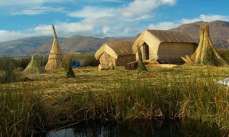 Construcciones de Totora en las islas flotantes de los Uros