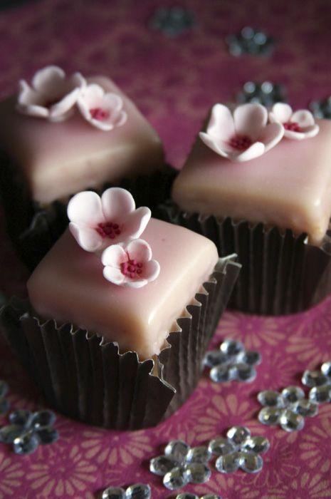 blossom fondant fancies as seen in Peggy Porschen's book 'Cake Chic'.
