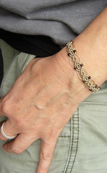 Flechtarmbänder - * Armbändchen Makramée Silberperlchen *  - ein Designerstück von crochet bei DaWanda