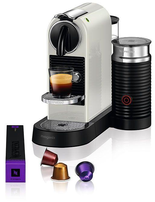 Nespresso Magimix CitiZ & Milk M195 Wit  Nespresso Magimix CitiZ & Milk M195 Wit De Nespresso Magimix CitiZ & Milk M195 Wit is een stralende Nespresso machine met tijdloze elegantie.Én melk dankzij de handige Aeroccino. Met de Aeroccino tover jij in korte tijd prachtige cappuccinos op tafel of heerlijke latte macchiatos. De Nespresso Magimix CitiZ & Milk M195 Wit is stijlvol afgewerkt met verchroomd zamak en past in iedere keuken dankzij het vernieuwde ontwerp waarbij de Aeroccino los staat…