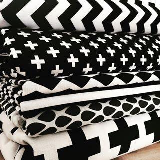 Nieuwe stof binnen✔️ #fabrics #stof #stoffen #zwart #wit #zwartwit #zwartenwit…