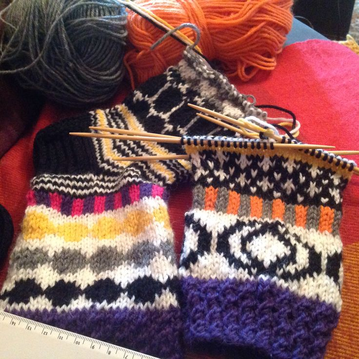WIP: so many great Marimekko inspired socks on Finnish blogs that I am making my version too, 30.4 .16 by Pirjo S. (Icehockey on tv)