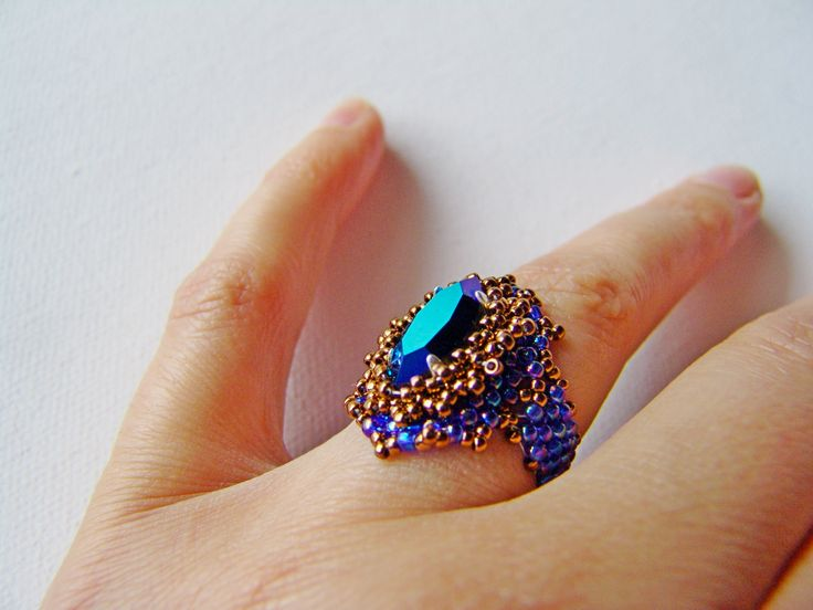 blue, irisated navett ring