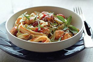 Quick Fettuccine Cacciatore recipe. One of our favorites in this house! Easy, quick, healthy, the kids eat it and so yummy!