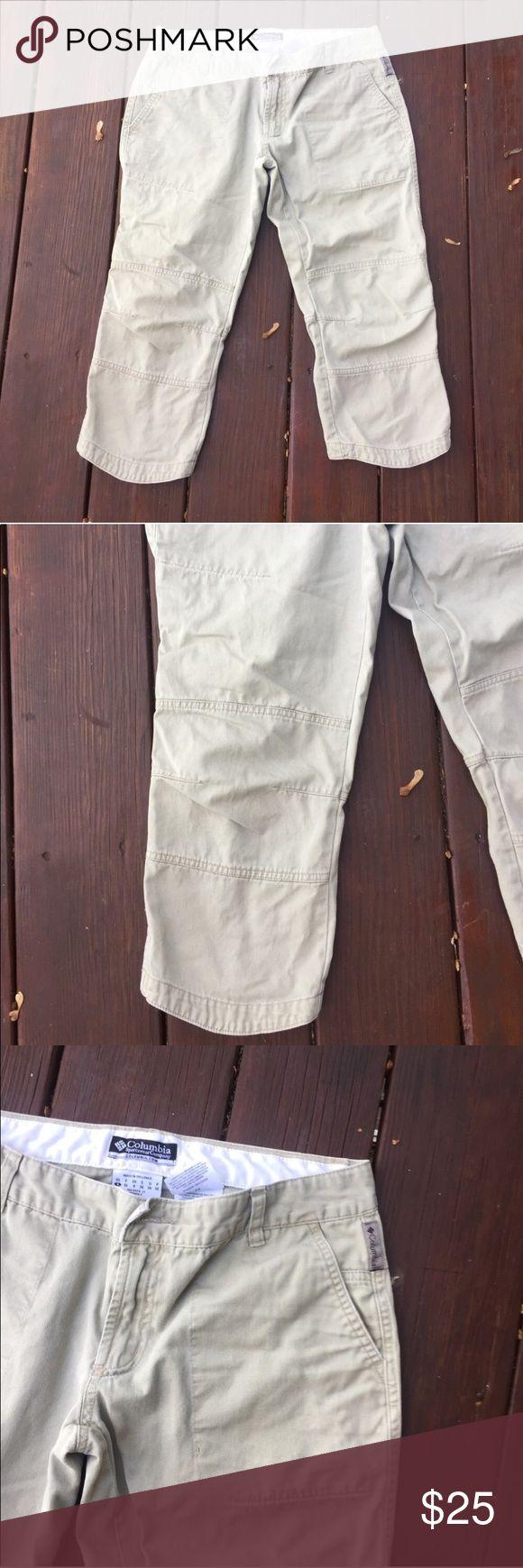 ☀️EUC Columbia Sportswear Capri Khaki Cargo Pants Columbia Sportswear Capri Khaki Cargo Pants, tan/cream, size 4, in excellent condition Columbia Pants Capris