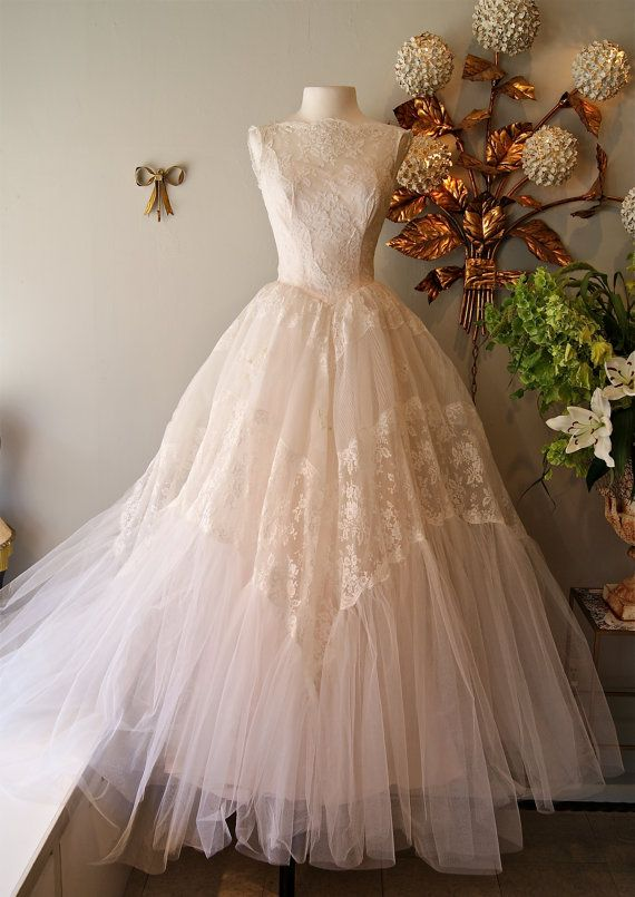 Vintage Illusion Lace 1950s Couture Wedding Dress Ball Gown Sweetheart Cupcake Sleeveless