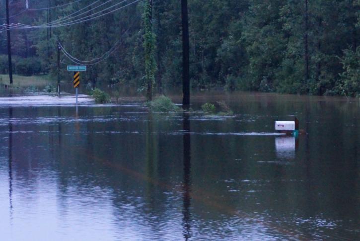 Via @WRAL: Heavy rain floods roads around Cumberland, Harnett counties