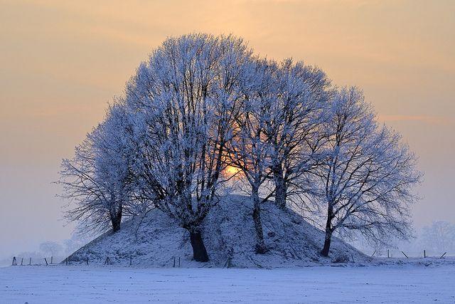 Tumulus by pierre hanquin, via Flickr