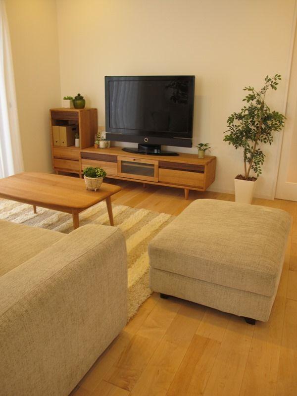 バーチ系のナチュラルな床材にナラ・タモ無垢材の家具でコーディネートした実例です の画像 家具なび ~きっと家具から始まる家づくり~