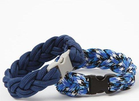 Gevlochten armbanden van macramé koord met click sluitingen