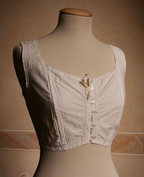 1910's brassiere from http://www.abitiantichi.it/collezione/busti/reggipetto1.html