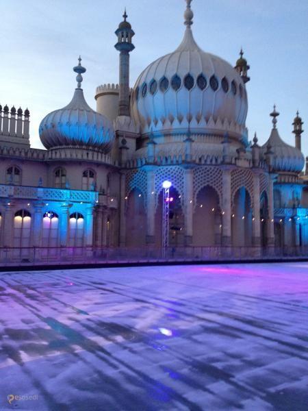 Королевский павильон – #Великобритания #Англия (#GB_ENG) Индия представлена в Англии не только чаем и мигрантами, но и архитектурным чудом под названием Royal Pavillion в Брайтоне. http://ru.esosedi.org/GB/ENG/1000102621/korolevskiy_pavilon/