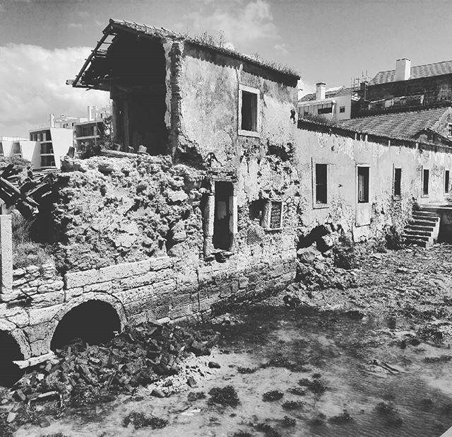 Moinho Pequeno  #moinhopequeno #alburrica #barreiro #estuariodotejo #tejo #tagus #tagusriver #thesis #architecture #archilovers #architecturetexture #arch #texture #blackandwhitephotography