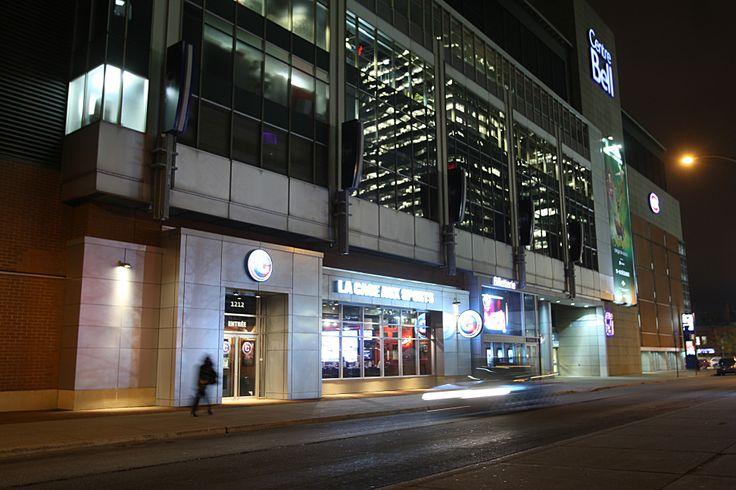 Le Centre Bell, auparavant connu sous le nom de Centre Molson. Le domicile des Canadiens de Montréal de la Ligue nationale de hockey depuis le 16 mars 1996, lorsque l'équipe a quitté le Forum de Montréal - The Bell Centre, formerly known as the Molson Centre, is a sports and entertainment complex in Montreal, Quebec, Canada. It opened on March 16, 1996 after nearly three years under construction. It is best known as the home of the National Hockey League's Montreal Canadiens ice hockey team.