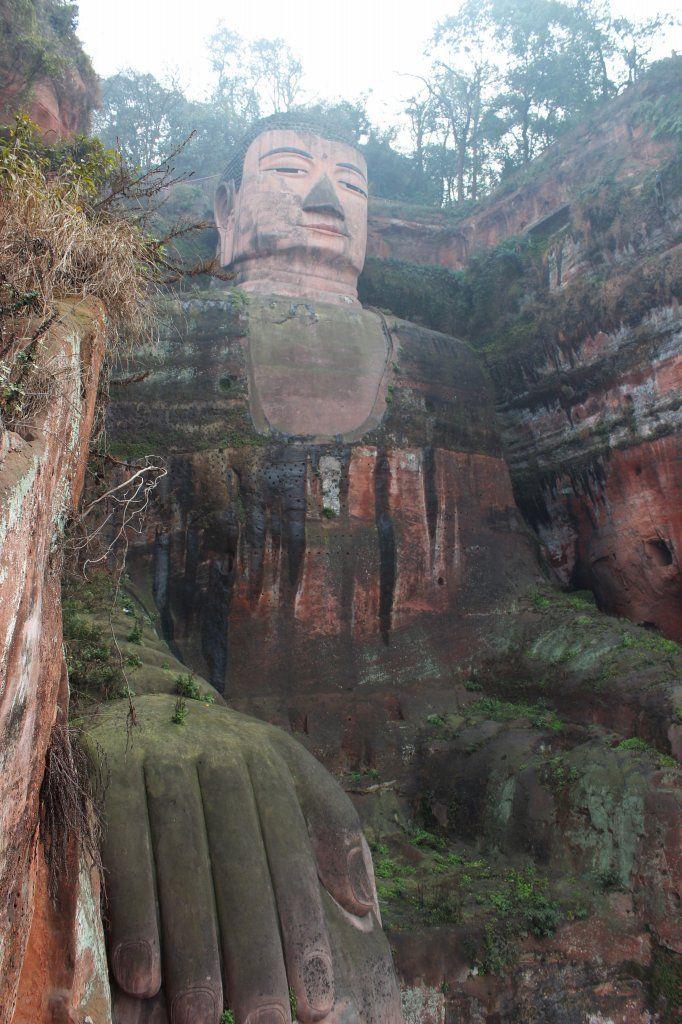 一つの岩山をくり抜いて造られた世界最大の大仏の四川省・楽山大仏 <中国 旅行・観光おすすめ見所まとめ>
