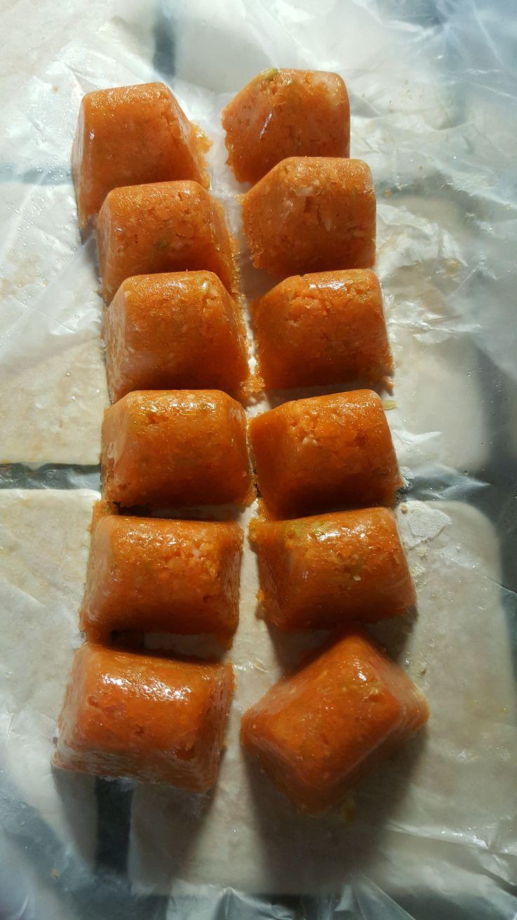 RICETTA 4 carote 2 cipolle e una costa di sedano ( a me non piace tanto il sapore del sedano a chi piace ne puo aggiungere di piu') PROCEDIMENTO metti tutto nel boccale 10 sec vel 3 ecco tutti i passaggi di come conservare il trito di verdure bimby